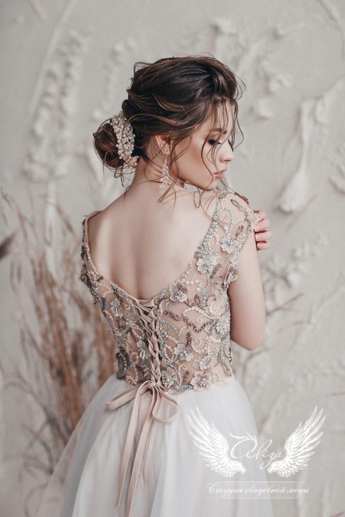платье на выпускной длинное в пол бежевого цвета
