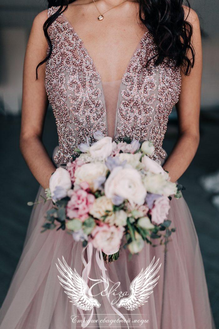 платье со стразами и камнями