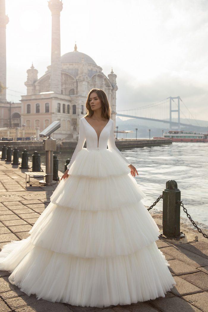 свадебное платье с ярусной юбкой