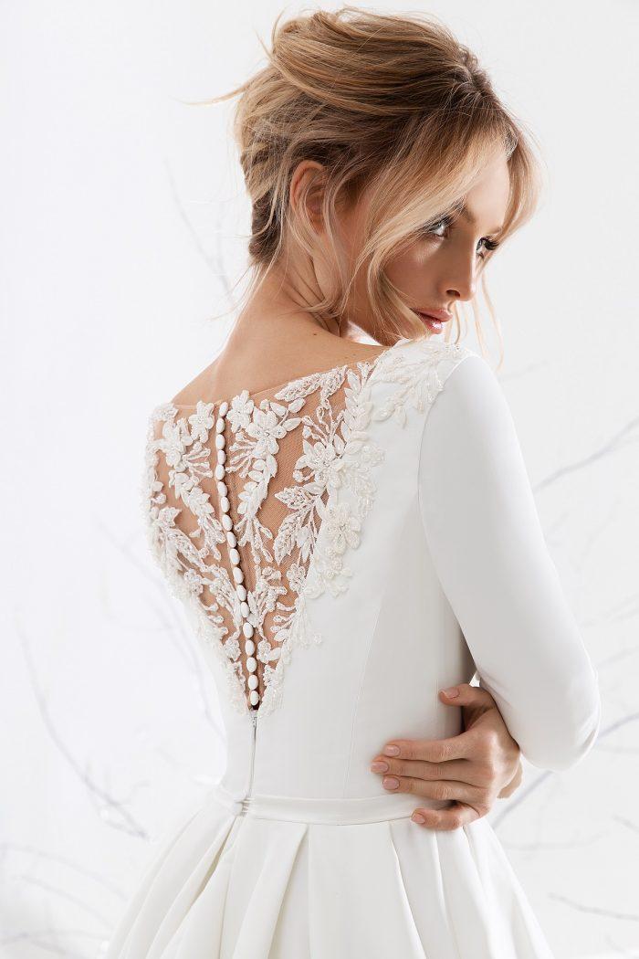 свадебное платье из атласа красивая спинка