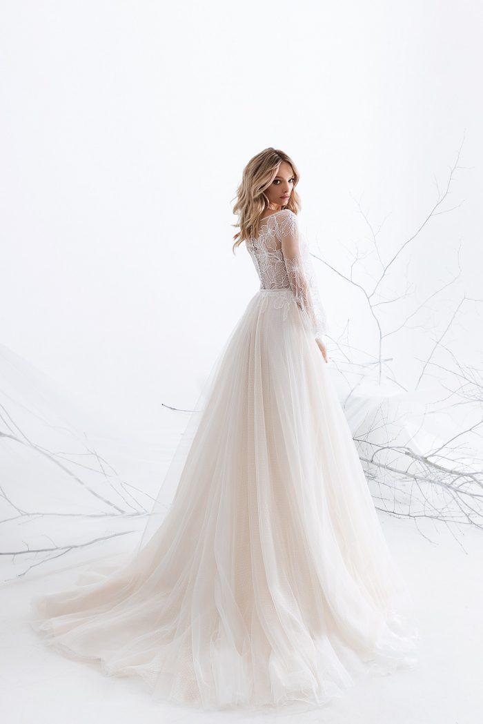 свадебное платье с рукавами и шлейфом Carrie