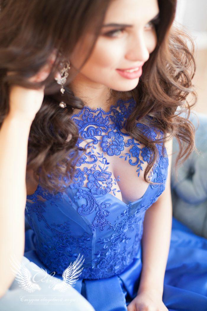 кружевное платье синего цвета