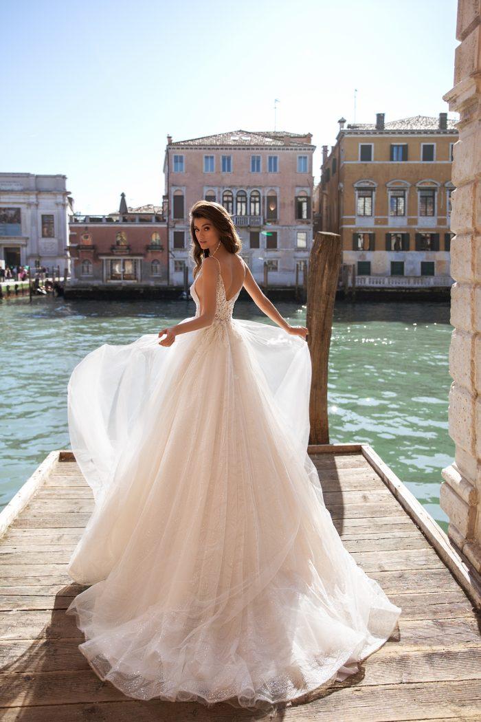летящее свадебное платье с фатиновой юбкой