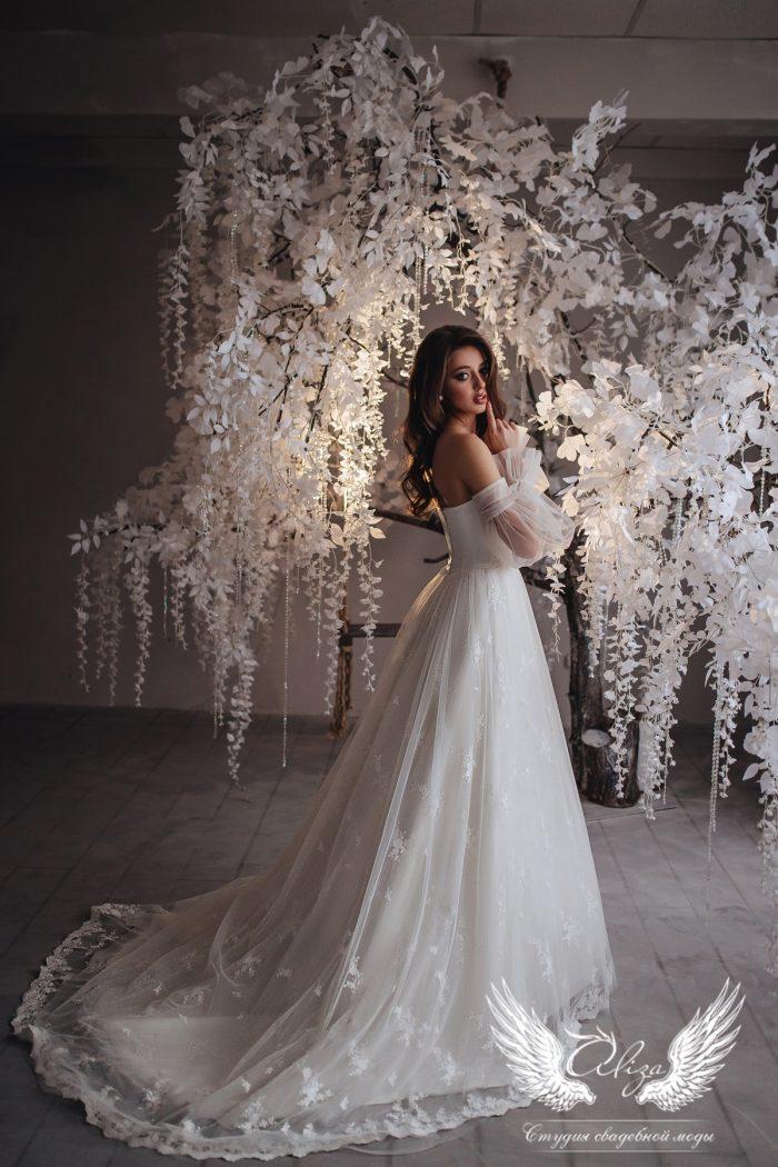 нежное воздушное свадебное платье в отрезными чашками