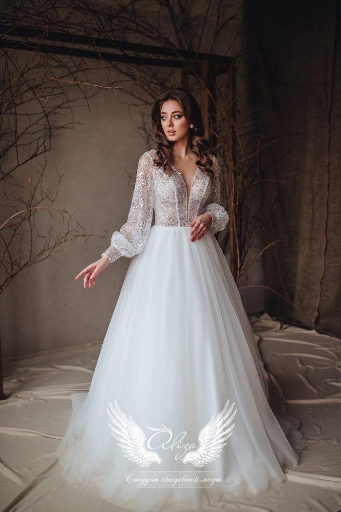свадебное платье с v-образной открытой спинкой
