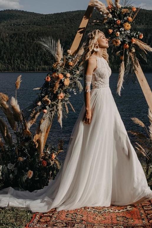 свадебное платье с нежным кружевом в стиле бохо