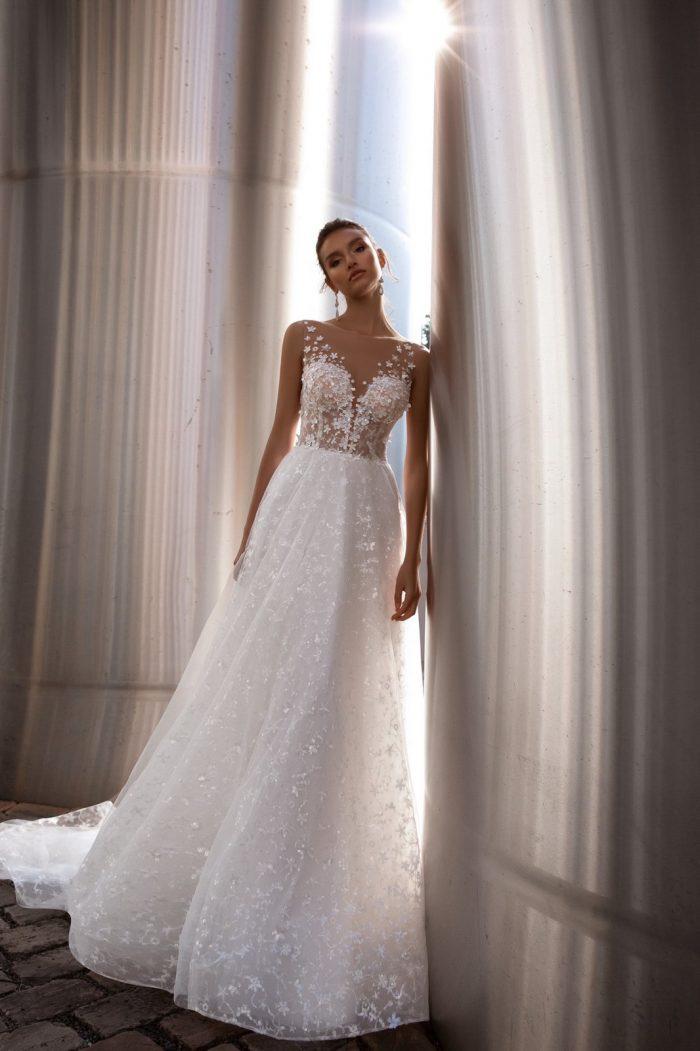 свадебное платье с нежным кружевом цветы