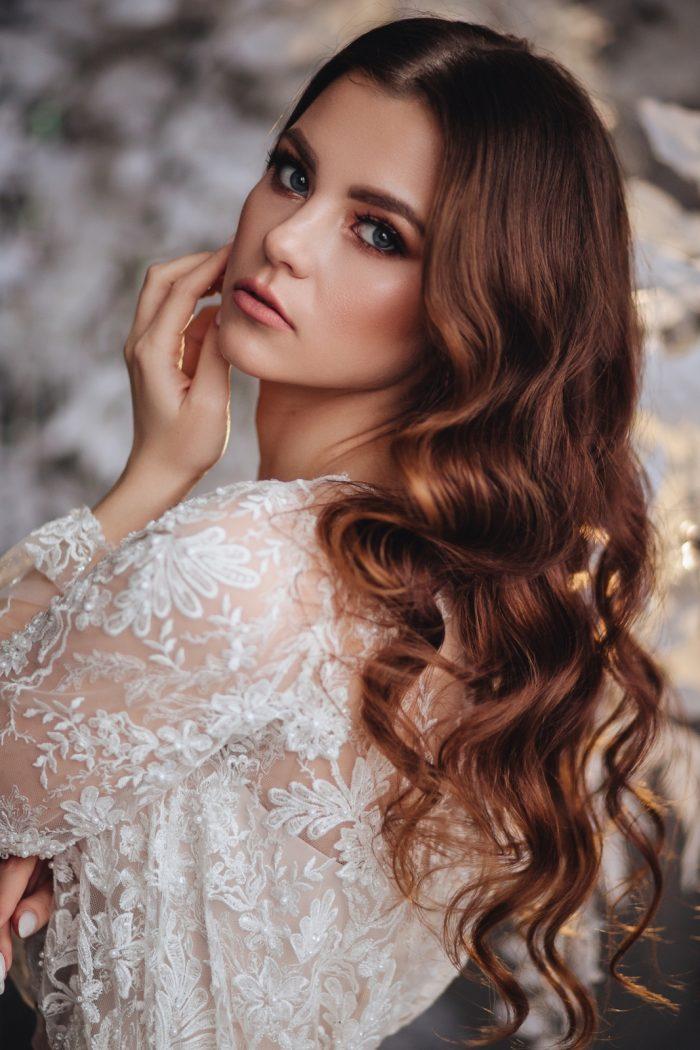 современное свадебное платье с нежным кружевом