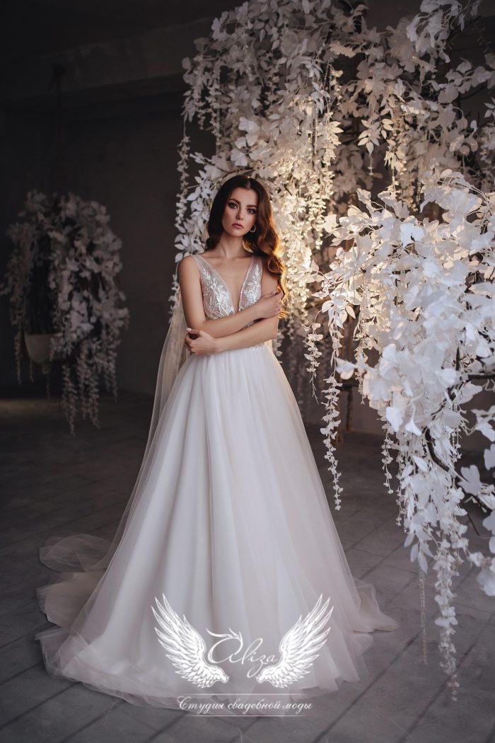 нежное свадебное платье с крыльями