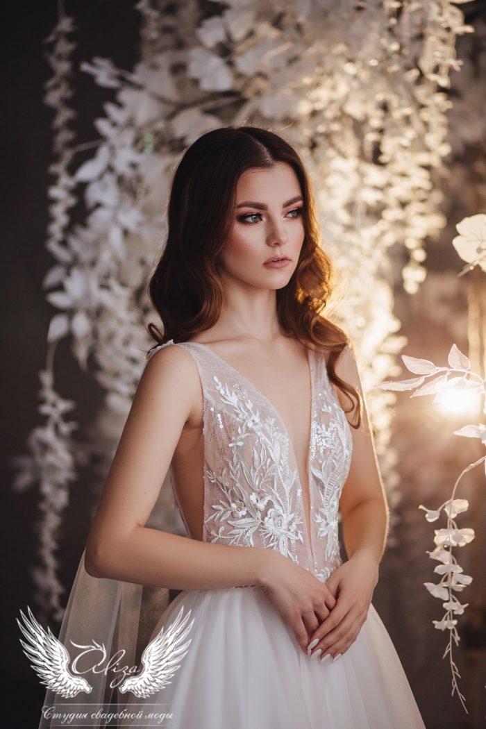 пудровое свадебное платье с крыльями