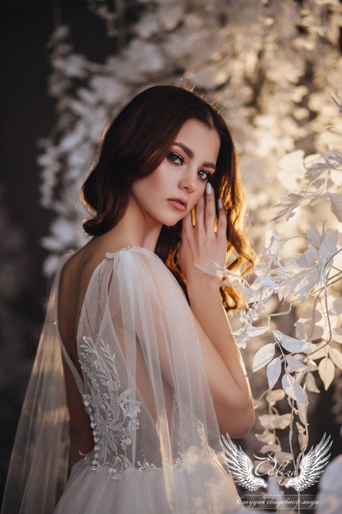 пудровое свадебное платье с открытой спинкой