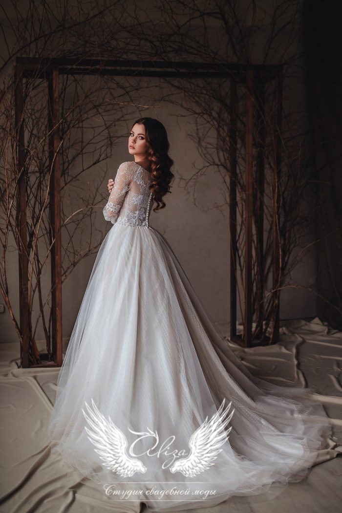 свадебное нежное платье с закрытой спиной