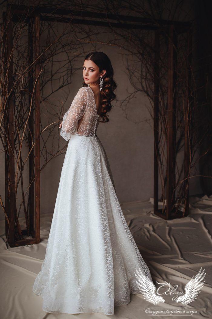 платье с открытой спинкой и широкими рукавами